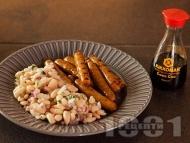 Пържени наденички със соев сос и бобена салата